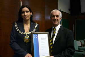 Councillor Wendy Flynn presents IiP award to chief executive Andrew North