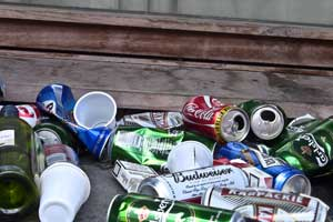 Discarded cans - credit infomatique, flickr