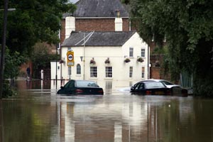 cars stranded in the 2007 floods